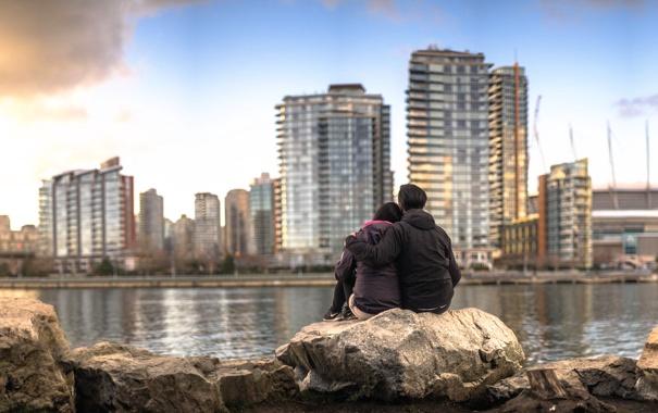 Фото обои город, влюблённые, боке, пара