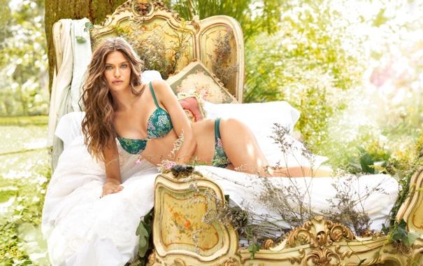 Фото обои лес, кровать, Bianca Balti, hot-babe
