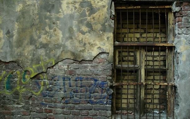 Фото обои стена, окно, решётка, заброшеное здание