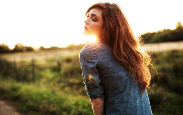Фото обои девушка, солнце, рыжая, боке