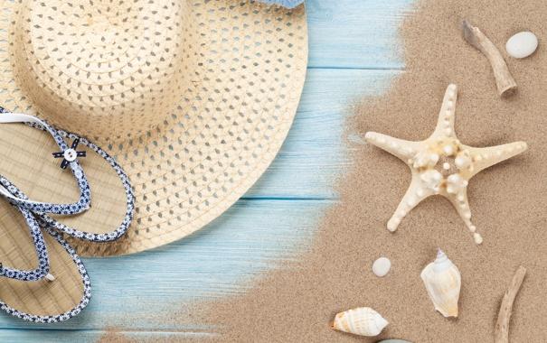 Фото обои песок, пляж, лето, шляпа, очки, ракушки, summer