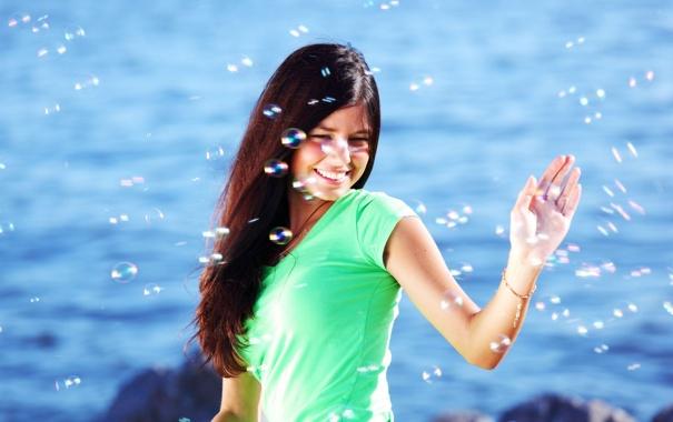 Фото обои море, девушка, радость, счастье, улыбка, фон, настроение