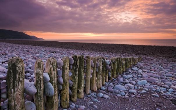 Фото обои галька, камни, берег, Море, сваи