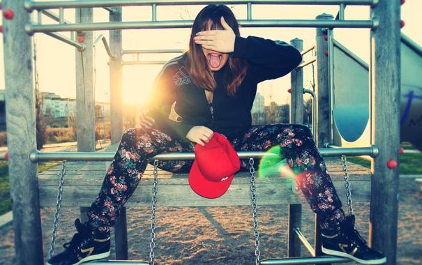 Фото обои язык, Девушка, кепка, площадка