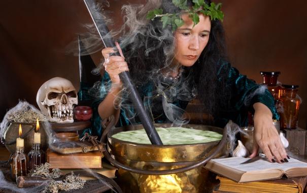 Фото обои дым, череп, свечи, ведро, ведьма, чан, венок
