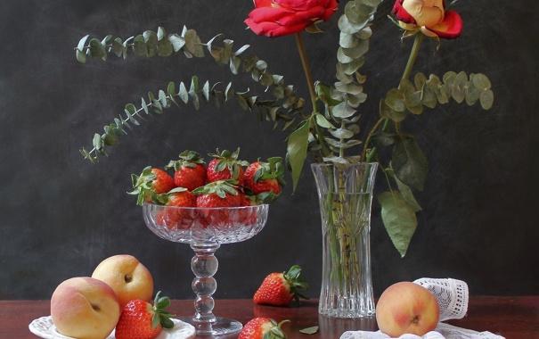 Фото обои цветы, розы, клубника, ваза, натюрморт, персики