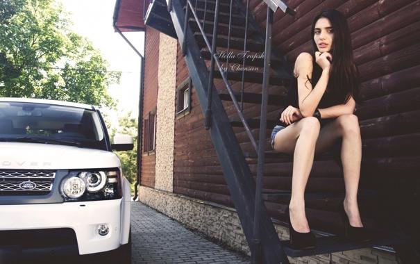 Фото обои авто, девушка, брюнетка, лестница, land rover