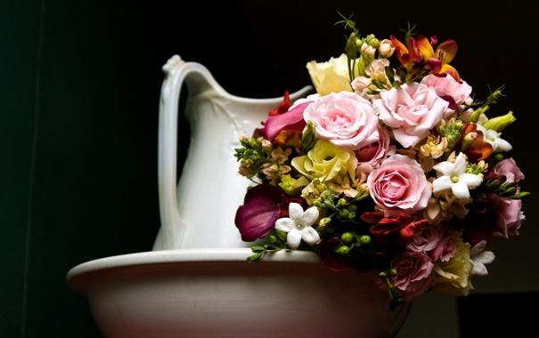 Фото обои розы, букет, кувшин, эустома, каллы