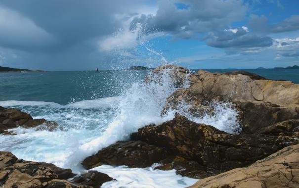 Фото обои брызги, тучи, скалы, волна, прибой