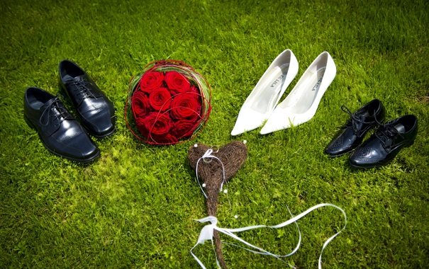 Фото обои букет, ботинки, туфли, сердечко
