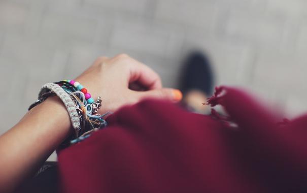 Фото обои украшения, рука, браслеты, фенечки