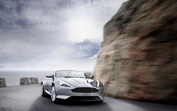 Фото обои 2011, обрыв, скалы, небо, Virage, дорога, Aston Martin