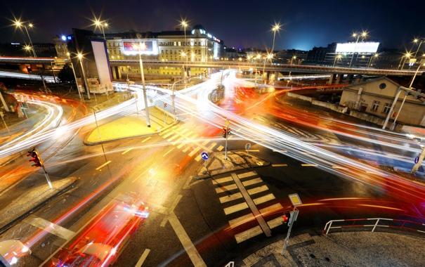 Фото обои дорога, ночь, город, огни, движение, перекрёсток, силуэты