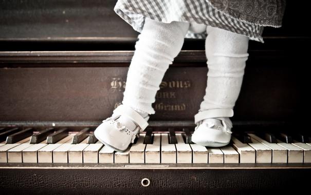 Фото обои фон, девочка, пианино