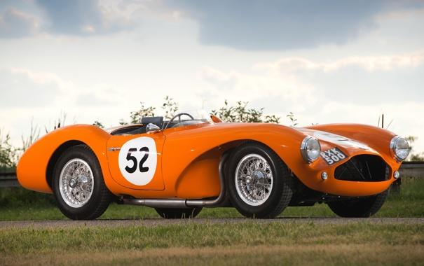 Фото обои небо, оранжевый, Aston Martin, 1953, классика, передок, Астон Мартин