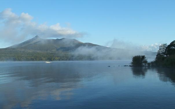 Фото обои туман, озеро, лодка, гора