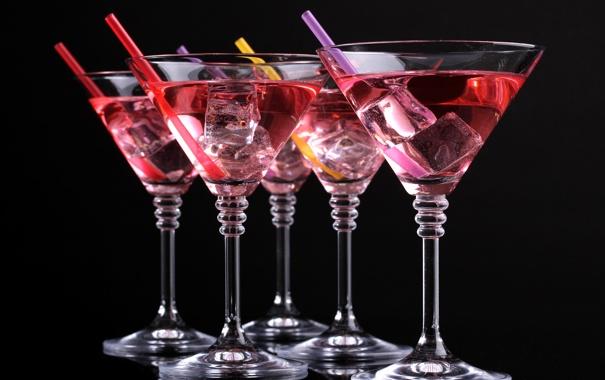 Фото обои лед, бокалы, черный фон, напитки, коктейли, трубочки