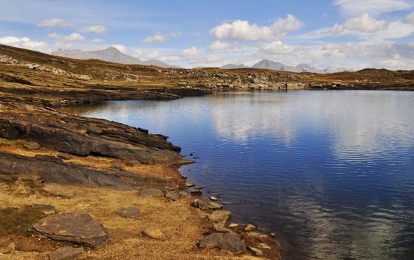 Фото обои облака, озеро, камни, скалы, рябь