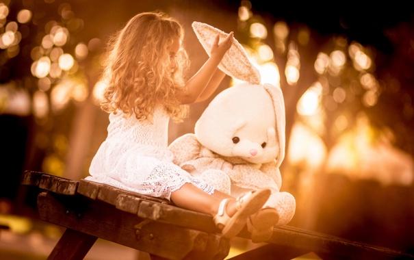 Фото обои игрушка, заяц, девочка