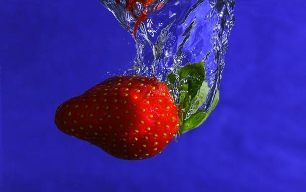 Фото обои вода, синий, пузырьки, фон, еда, клубника, ягода