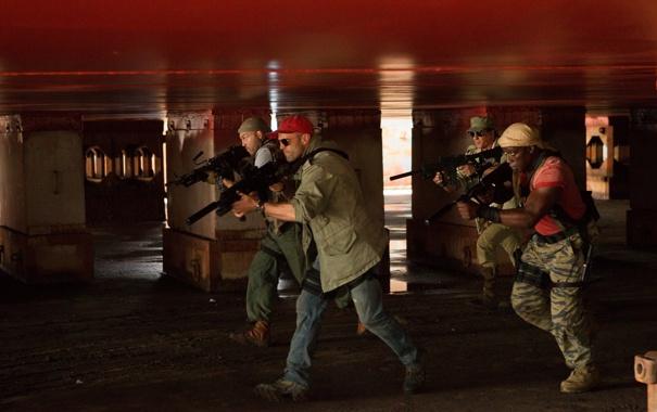 Фото обои Сильвестр Сталлоне, Рэнди Кутюр, Джейсон Стэйтем, Уэсли Снайпс, The Expendables 3, Неудержимые 3