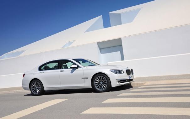 Фото обои Авто, Дорога, Белый, BMW, Машина, Бумер, Здание
