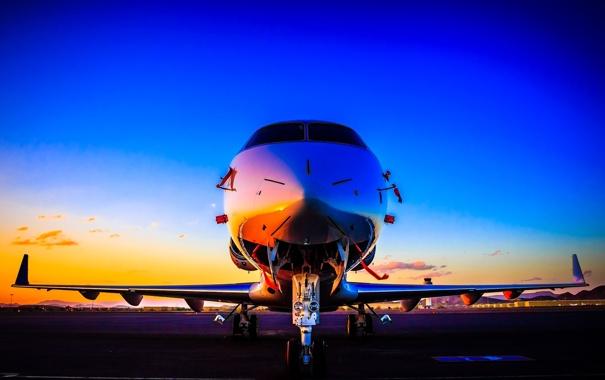 Фото обои небо, закат, самолет, крылья, зарево, аэродром