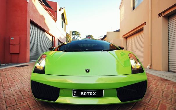 Фото обои улица, дома, Lamborghini, Ламборджини, Gallardo, салатовая, Галлардо