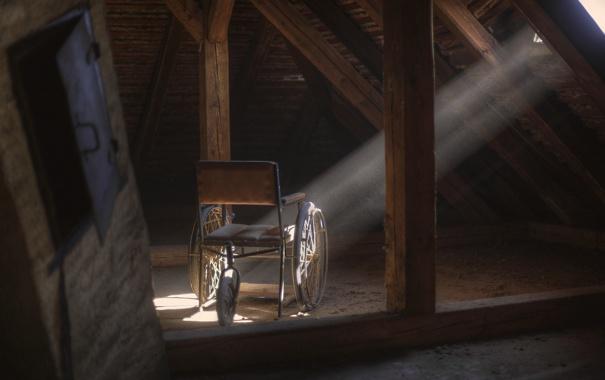 Фото обои свет, коляска, чердак