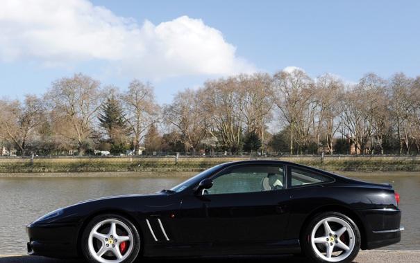 Фото обои деревья, черная, вид сбоку, феррари 550, Ferrari 550 Maranello, маранелло