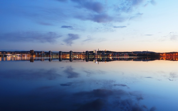 Фото обои небо, город, озеро, вечер