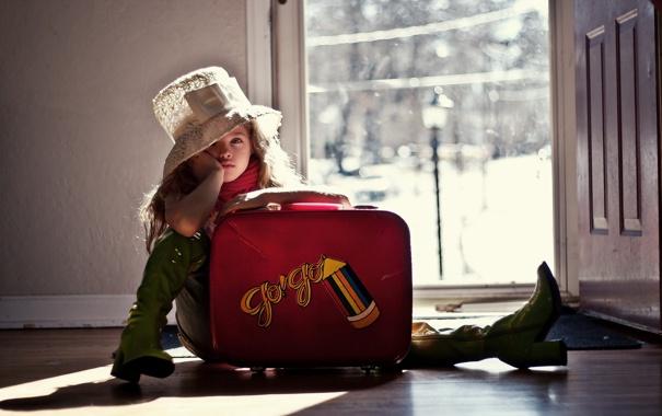 дом дверь чемодан женщина  № 3387974 без смс