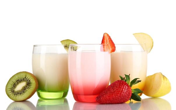 Фото обои отражение, яблоко, киви, клубника, стаканы, йогурт