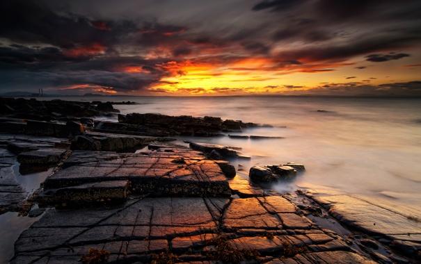 Фото обои море, закат, камни, огненый