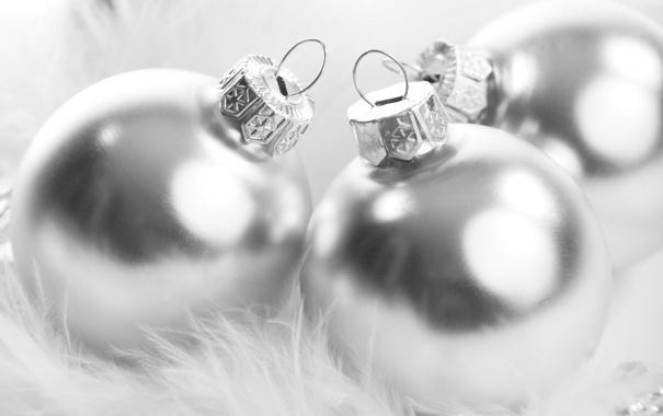 Фото обои белый, блики, праздник, шары, перья, пух, серебреные