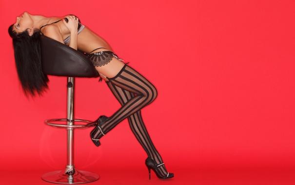 Фото обои девушка, волосы, чулки, стул