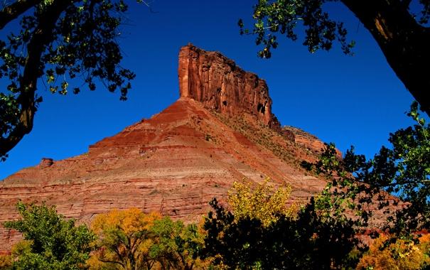 Фото обои осень, небо, деревья, скала, гора