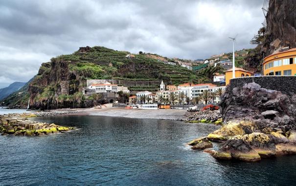 Фото обои море, город, камни, дома