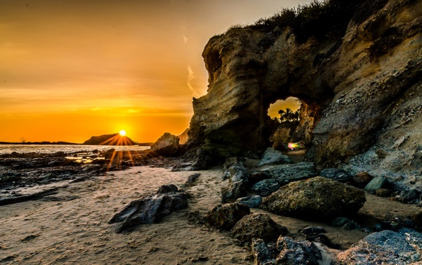 Фото обои море, небо, солнце, лучи, закат, камни, скалы