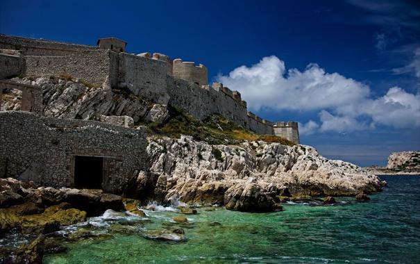 Фото обои море, облака, камни, замок, стены, Франция, чайки