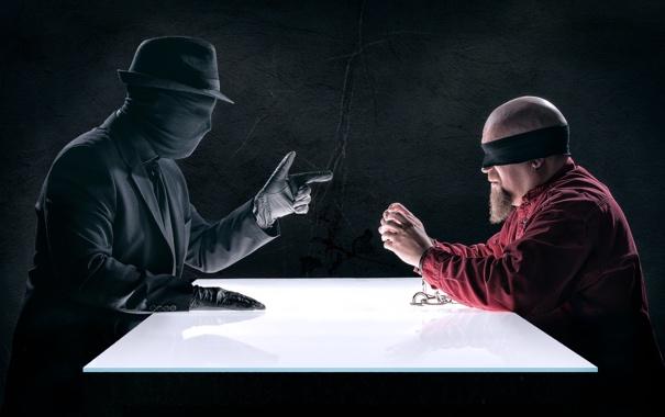 Фото обои стол, мужчины, наручники, допрос, повязки