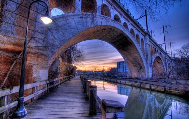 Фото обои мост, отражение, вечер, опора, фонарь, канал, арка