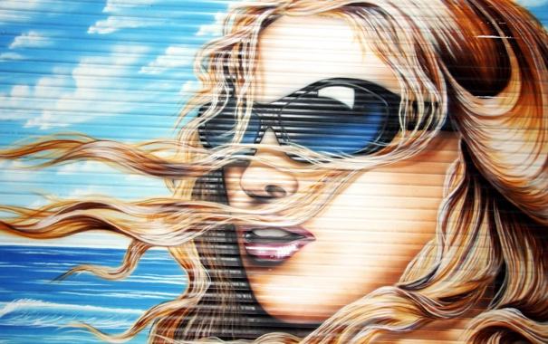 Фото обои девушка, город, стена, граффити, очки