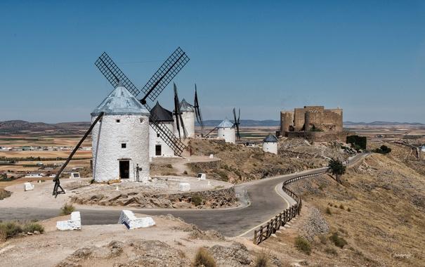 Фото обои небо, горы, замок, крепость, ветряная мельница