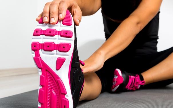 Фото обои stretching, running shoes, leg