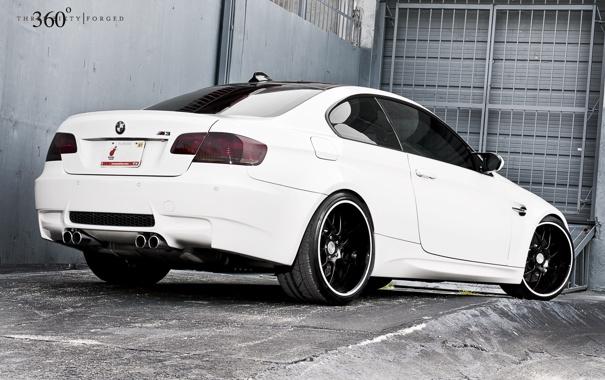 Фото обои белый, бмв, BMW, white, E92, задняя часть, 360 three sixty forged
