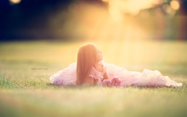 Фото обои поле, свет, девочка