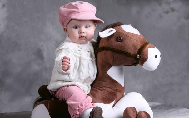 Фото обои дети, фото, шапка, лошадь, игрушка, младенец