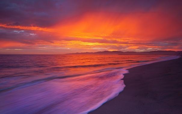 Фото обои пляж, небо, облака, пейзаж, горы, океан, рассвет