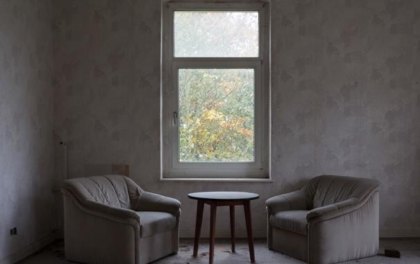 Фото обои стол, окно, кресла